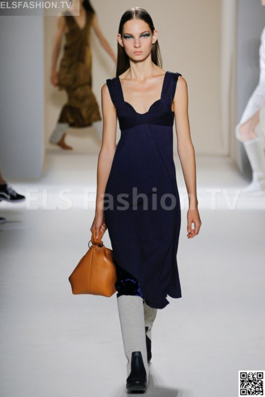 Victoria Beckham SS 2017 NYFW access to view full gallery. #VictoriaBeckham #NYFW17